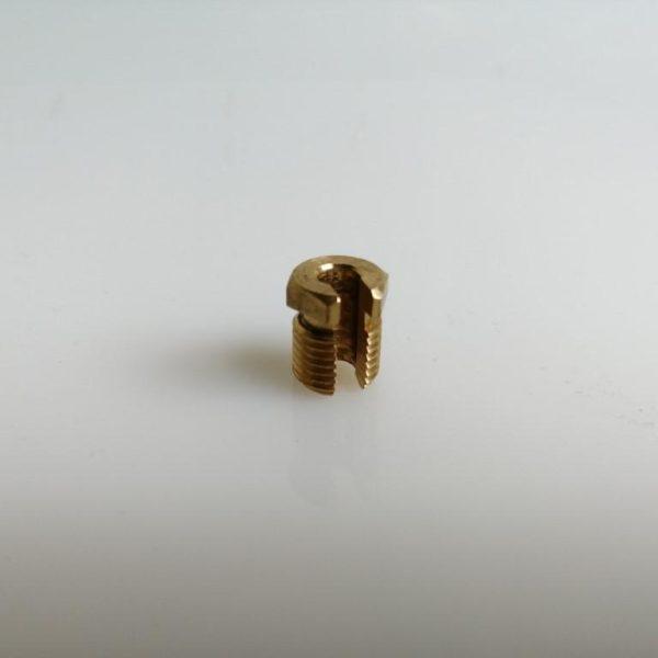 Hasított csavar M10x1